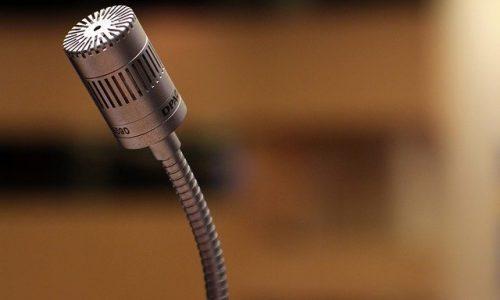 microphone-2316268_640